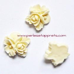 Cabochon résine triple fleur ivoire 16mm pour bijoux, perles et apprêts