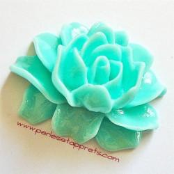 Cabochon résine fleur vert d'eau 46mm pour bijoux, perles et apprêts