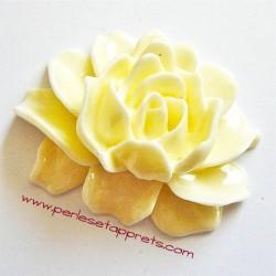 Cabochon résine fleur ivoire 46mm pour bijoux, perles et apprêts