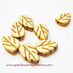 Perle feuille howlite ivoire 18mm