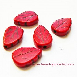 Perle feuille howlite rouge 18mm
