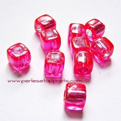 Perle synthétique 8mm cube fuchsia